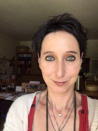 Estelle Cabrol - Formation APESRA - Art Thérapie théâtrothérapie - jeu de rôle - psychodrame